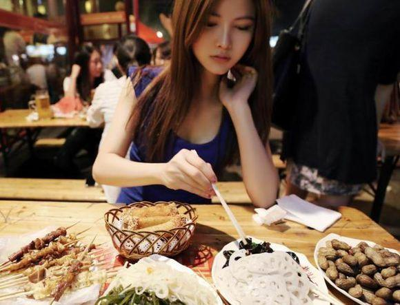 Image result for 女生吃飯