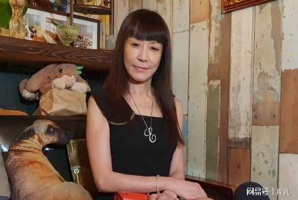 女星羅霈穎被曝獨自在家中死亡,去世3天前還曾發文分享美食_手機網易網