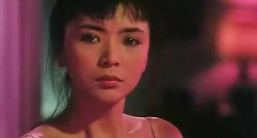 她是「最美小龍女」,周潤發的初戀,劉德華的夢中情人,離婚後卻戀上同性的「她」.....如今竟無人敢娶!!